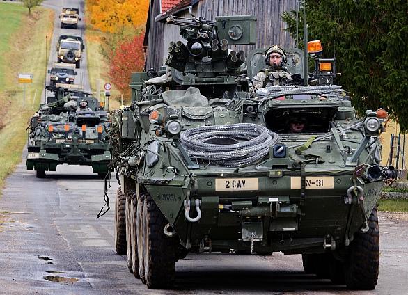 Foto: Kolona Strykerů a doprovodných vozidel v Německu; větší foto / U.S. Army