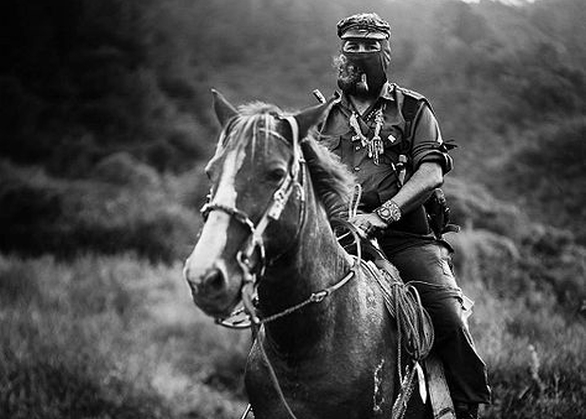 Foto: Subcomandante Insurgente Marcos byl symbolem EZLN. / Jose Villa, Creative Commons Attribution-Share Alike 3.0 Unported