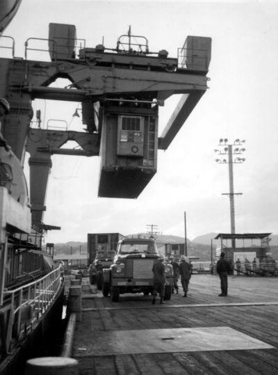Foto: Do Vietnamu se již většina zboží a zásob posílala v kontejnerech. / Army.mil