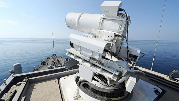 Foto: Laserové dělo na lodi  USSPonce. / U.S. Navy