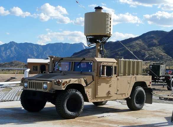 Foto:  LCMR (Lightweight Counter-Mortar Radar); větší foto / Public Domain