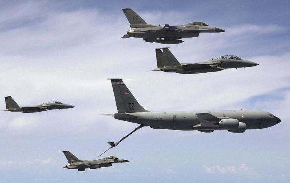 F-16 doplňování paliva za letu