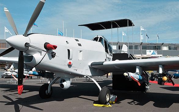 Foto:  IOMAX Archangel Block 3 s výzbrojí na letecké výstavě Air Show Paris 2013. / IOMAX