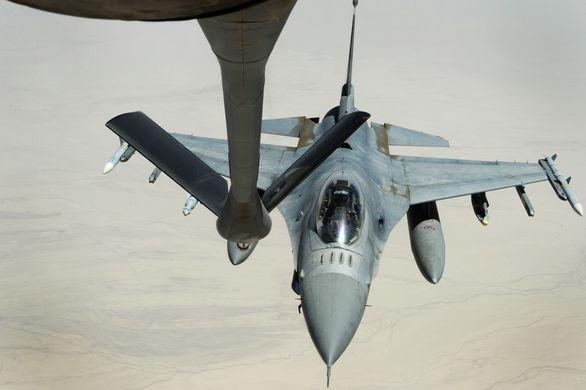 F-16 tankování