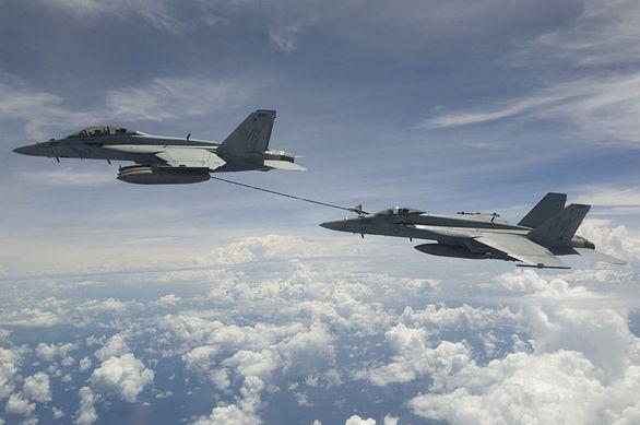 F/A-18 tankování