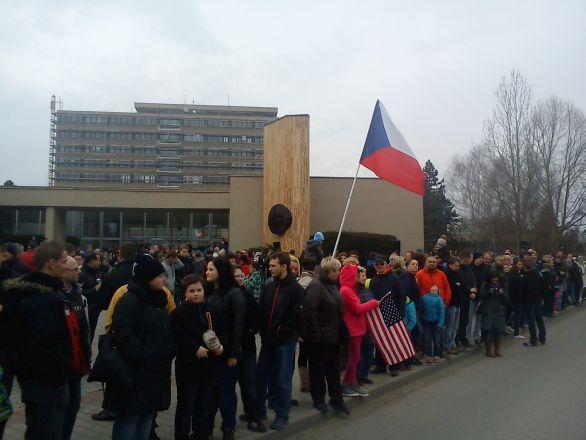 Foto: Atmosféra při vítání amerických vojáků ve Výškově. / Hana Zelená