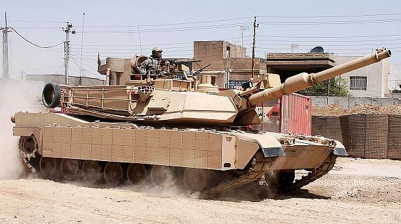 Foto: M1A2 Abrams vybaven bloky reaktivního pancéřování ARAT; větší foto / Public domain