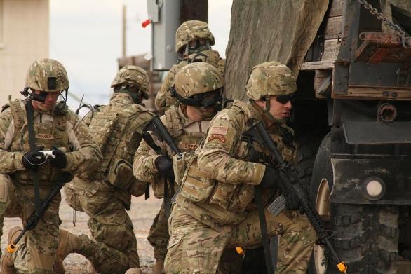 Foto: Vojácí testují maksovací vzor MultiCam. Scorpion a MultiCam jsou prakticky identické; ilustrační foto / US Army