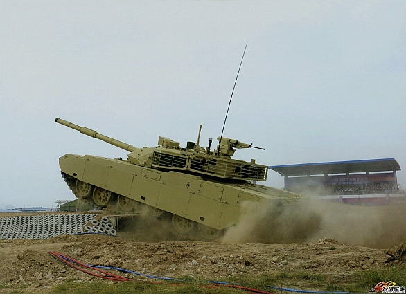 Foto: Čínský tank MBT-3000 / Norinco
