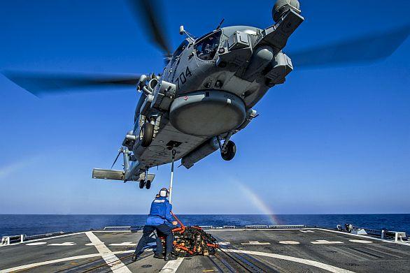 Foto: Na špičce nose kulové FLIR pouzdro, pod nosem sonar a pod trupem radar. / Sikorski