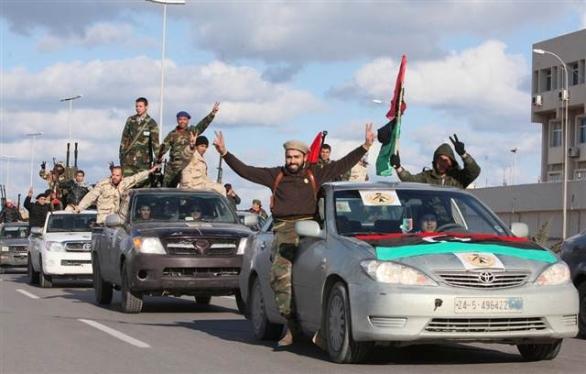 Foto: Ozbrojenci v Tripolisu. /  Frontpagemag