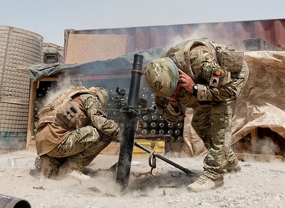 Minomet L16 britské armády v Afghánistánu.