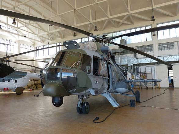 Foto: Modernizovaný český Mi-171š s novým laminátovým nosem pod pilotní kabinou. / LOM Praha