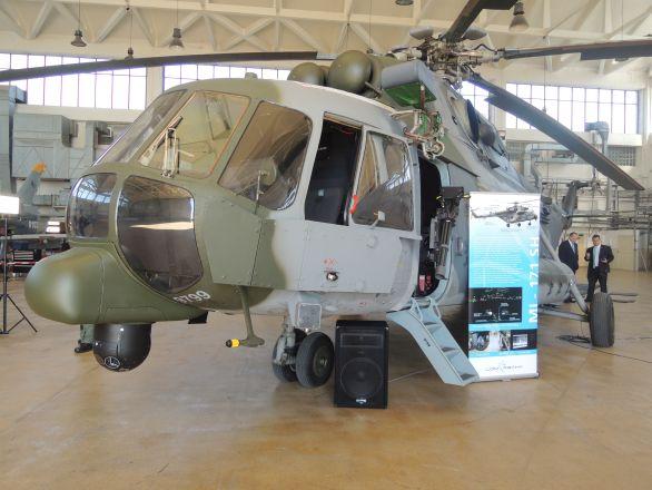 Foto: Modernizovaný Mi-171š v hangáru Kbelského letiště. / Autor článku