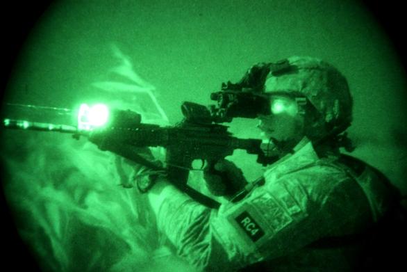 Foto: Brýle pro noční vidění dneška; ilustrační foto / US Army