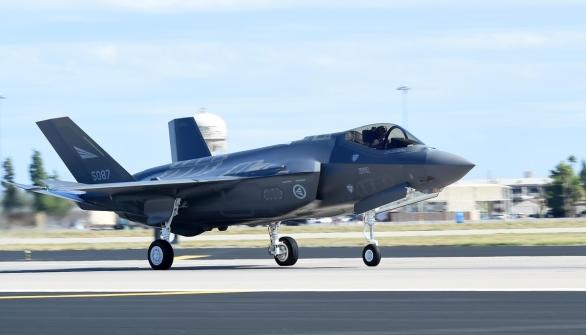Foto: Norská stíhačka F-35 při vzletu; větší foto / Public Domain