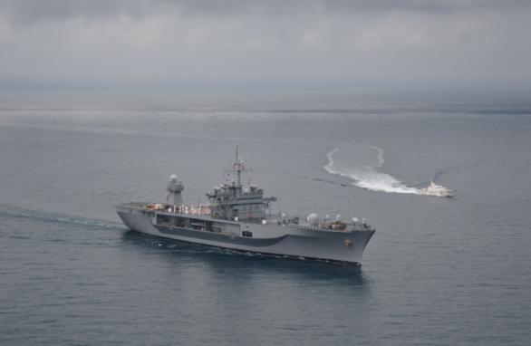 Foto: V Černém moři operuje také velitelské plavidlo USS Mount Whitney. / US Navy
