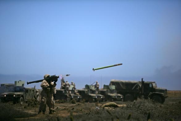 Foto: Odpal americké protiletadlové střely Stinger; větší foto / Public Domain