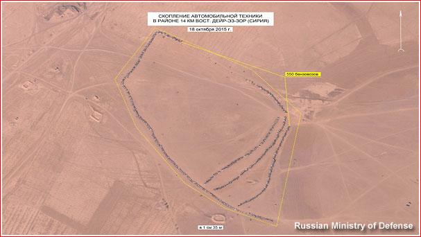 Foto: satelitní snímek ukazuje 390 nákladních vozidel s ropou v Sýrii. Podle Ruska ropa směřuje do Turecka. / Ruské ministerstvo obrany
