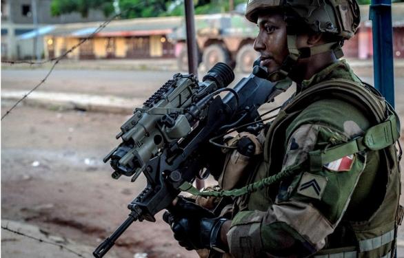 Foto: Příslušní francouzské armády ve Středoafrické republice. / État-major des armées