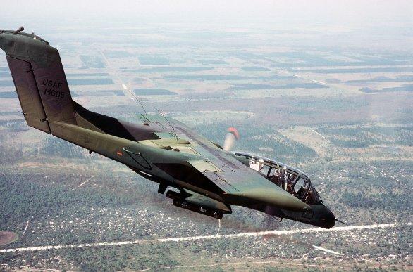 Foto: OH-10 Bronco při letecké zteči. / Public Domain