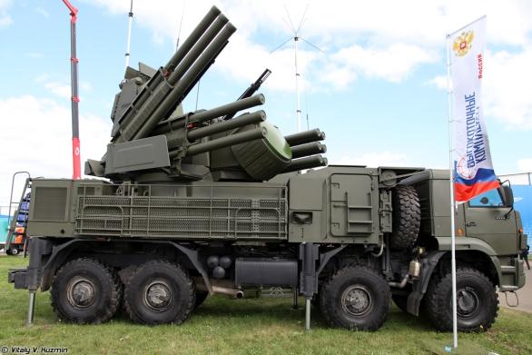 Foto: Pancir-S1 na výstavě MAKS 2013; větší foto; ilustrační foto / Vitalij Kuzmin; CC BY-SA 3.0