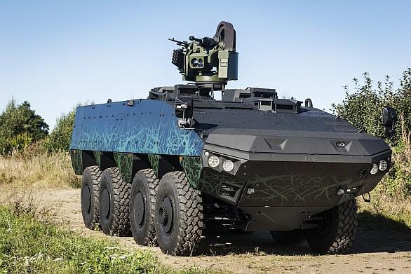 Foto: Patria AWV s dálkově ovládanou věží Trackfire RWS a kompaktním 25mm rychlopalným kanónem LW25mm Bushmaster Chain Gun. / Patria