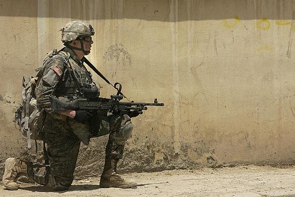 Foto: Nejčastější zranění vojáků jsou bolavé klouby a záda; ilustrační foto / U.S. Army