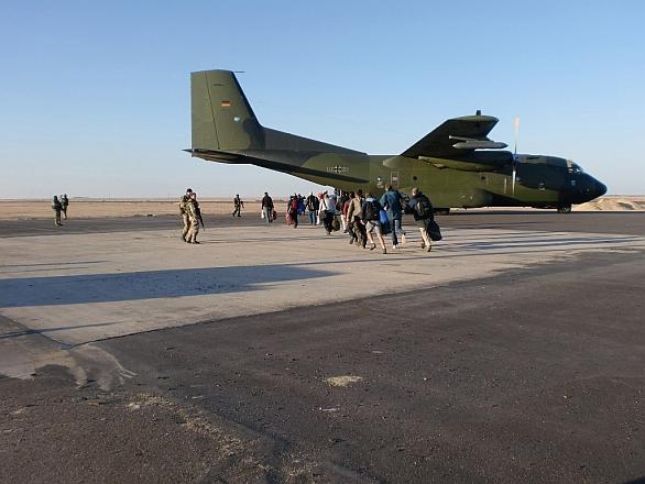 Foto: Evakuace civilistů německým dopravním letounem C-160 Transall /  Bundeswehr