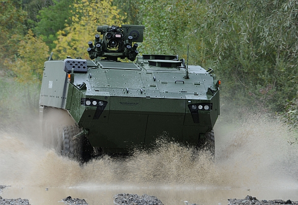 Foto: Piranha V v konfiguraci obrněný transportér APC (Armoured Personal Carrier); větší foto /  Mowag