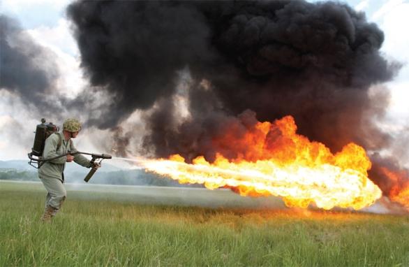 Foto: Plamenomet byl používán ještě během vietnamské války. / Public Domain