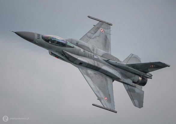 Foto: Polská stíhačka F-16C; ilustrační foto; větší foto / galerie 31.BLoT