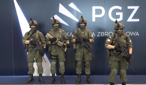 Výzbroj a výstroj pro polské jednotky lehké pěchoty  ffc471af6c