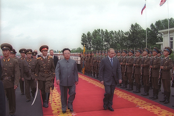 Foto: Vladimír Putin s Kim-Čong Ilem. / Kremlin.ru, CC BY 3.0