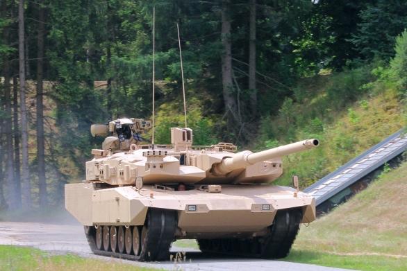 Foto: Rheinmetall nabízí modernizační paket MBT Revolution pro starší tanky Leopard 2. V blízké budoucnosti půjde tanky vybavit novým kanónem ráže 130 mm; větší foto / Rheinmetall