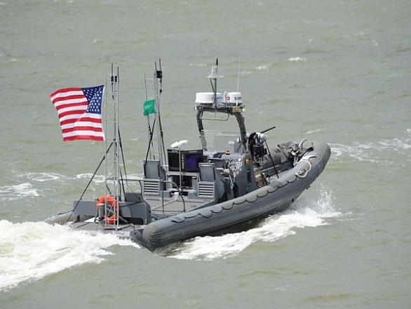 Foto: Jeden z robotických člunů během srpnového testu. / U.S. Navy