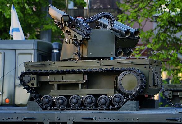 Foto: Ruský bojový robot postavený na robotické platformě Platforma-M. Na obrázku je robot vybaven kulometem ráže 7,62 mm a granátomety RPG-26. RIA Novosti