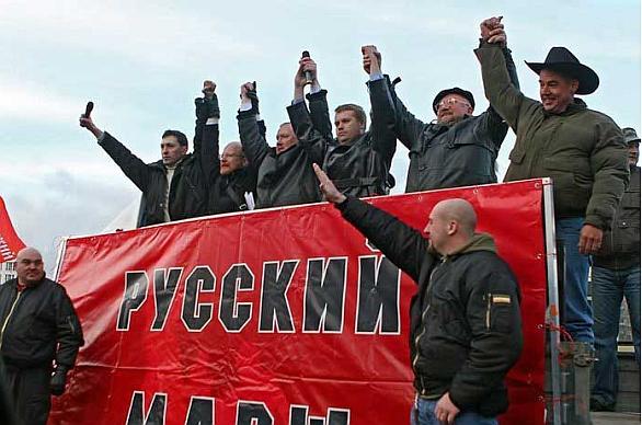 Foto: Jedna z ruských neonacistických skupin při pochodu v ruský státní svátek - Den národní jednoty. /  romea.cz
