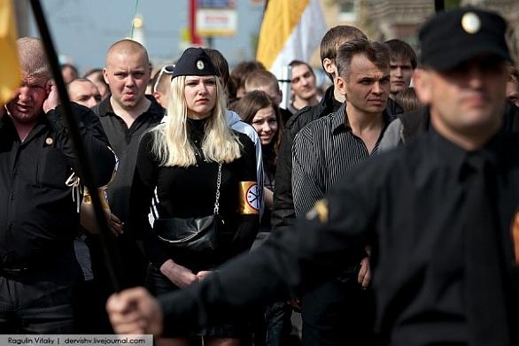 Foto: Ruská neonacistka na  Den národní jednoty