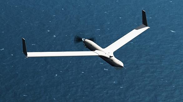 """Foto: Ideálním kandidátem je ScanEagle. Nosný letoun dokáže """"rozsít"""" letadla po obrovské ploše, kontrolovat jejich pohyb, sbírat a vyhodnocovat průzkumné údaje a poté je vyzvednout. / Boeing"""
