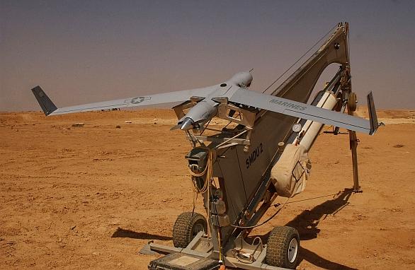 Foto: Letoun ScanEagle na startovacím katapultu SuperWedge. / Public domain