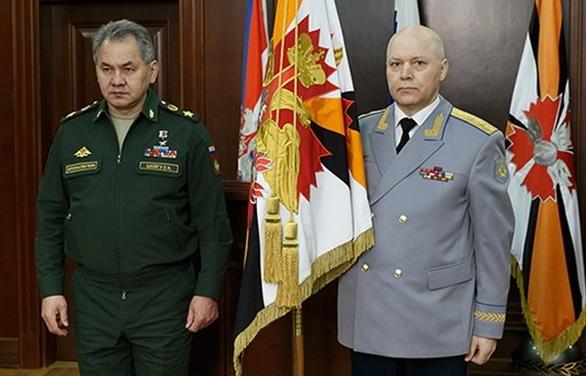 Foto: Ruský ministr obrany Sergej Šojgu a nový šéf GRU Igor Korobov. / TASS
