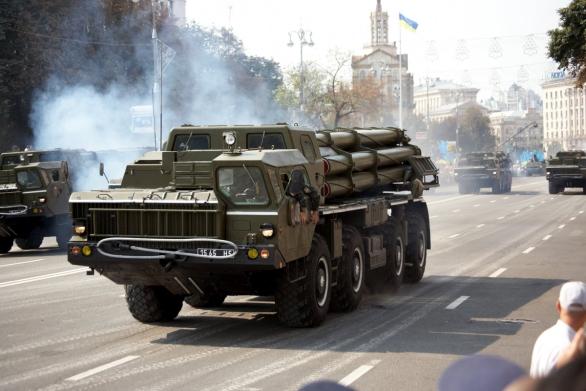 Foto: Ukrajinský SM-30 Smerch; větší foto; ilustrační foto / Michael - Parade @ Kiev; CC BY 3.0