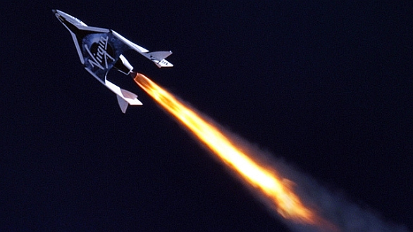 Foto: SpaceShipTwo bude pořádat skoky na nízkou orbitu země. / Virgin Galactic