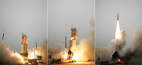 Foto: Sekvence odpalu antirakety Arrow 2 / US Navy