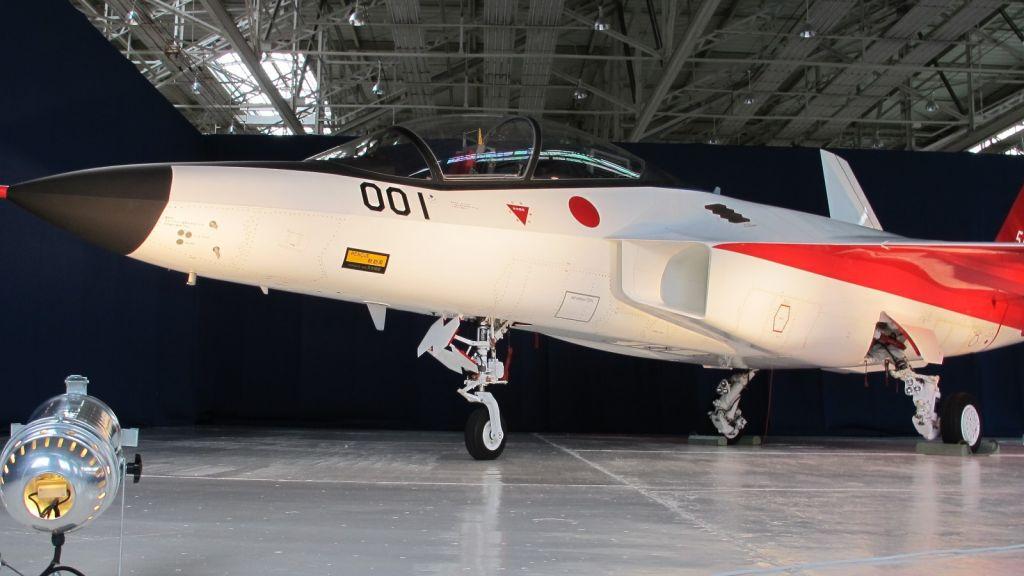 Foto: Veřejnost si mohla poprvé prohlédnout technologický demonstrátor X-2 a novináři dostali šanci vyfotit stroj ze všech úhlů. / Public domain