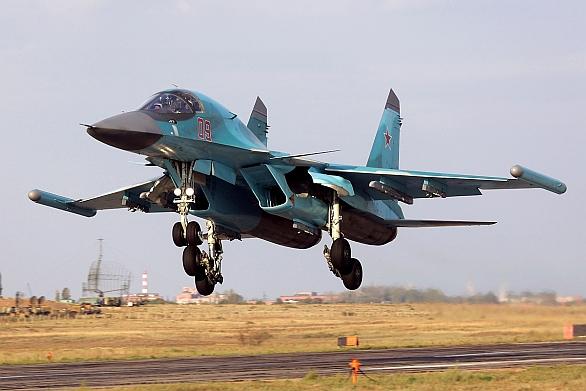 Foto: Su-34 s kontejnery elektronického boje Chibiny na konci křídel. / Dmitriy Pichugin, GFDL 1.2