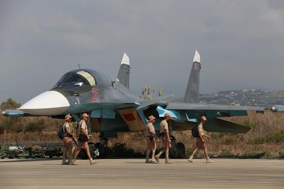 Foto: Ruský Suchoj Su-34 na syrském letišti v Latákíji,Mil.ru (http://stat.mil.ru/images/upload/2015/HJ7A0393.jpg) / Wikimedia Commons