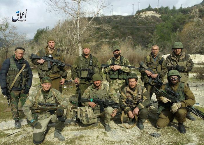 Foto: Ruské speciální síly v Sýrii. Fotku získali teroristé z Islámského státu z mobilu mrtvého ruského vojáka a zveřejnili ji (spolu s dalšími) na internetu. / Autor neznámý