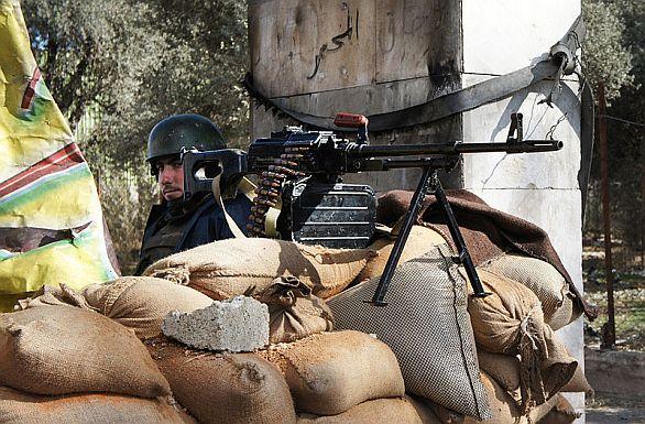Foto: Člen vládních sil na kontrolním stanovišti v Damašku, ilustrační foto / Wikipedia